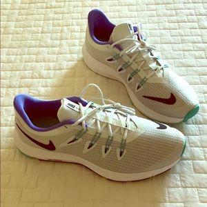 Women's Nike Quest Sneakers size 10